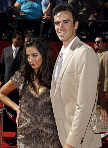 uffalo Sabres NHL goalie Ryan Miller arrives with actress Noureen DeWulf at the 2010 ESPY Awards in Los Angeles