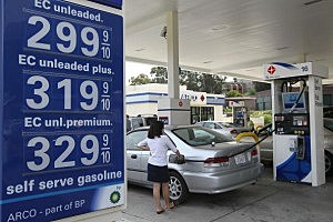 Price Of Gas Drops As Oil Prices Decrease