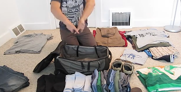 Genius! Trick on How to Pack a Lot Into a Small Suitcase [VIDEO]
