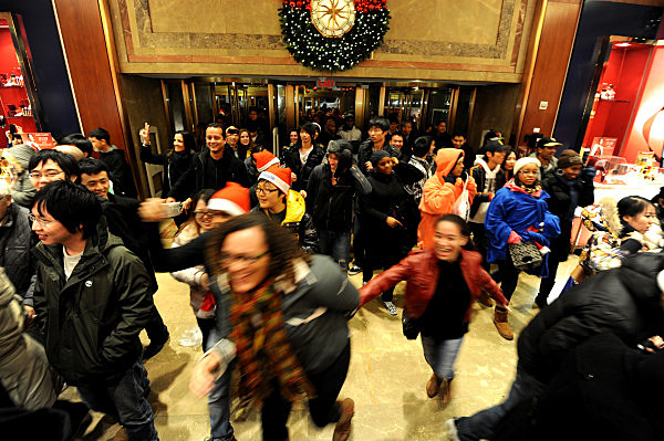 People rush into the entrance of Macy's