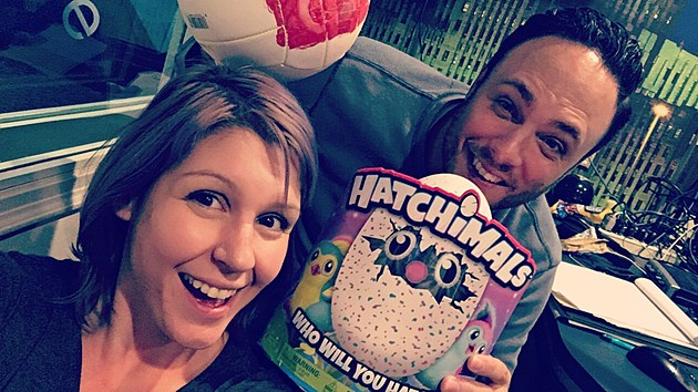 Val & Tony have the Hatchimal in hand!